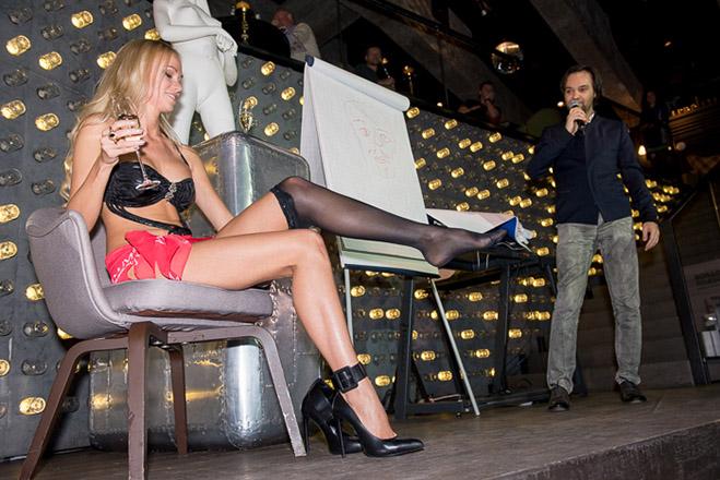 Фото №2 - Мисс MAXIM поборолись на сцене за участие в фильме «Одной левой»