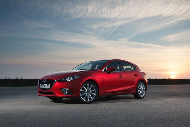 Фото №1 - Новая Mazda3 и еще три машины позируют в стиле new