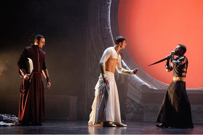 «Калигула» без слов в Московском Губернском театре