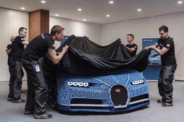 Фото №1 - Миллион деталей и десять месяцев: как собирали Bugatti Chiron из кубиков Lego