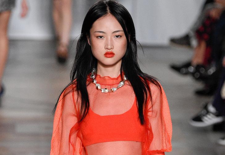 Фото №1 - Модный бренд обвинили в том, что он изуродовал модель. А он всего лишь выложил фото без ретуши