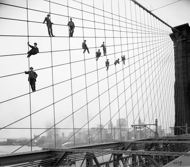 Фото №1 - История одной фотографии: рабочие на тросах Бруклинского моста, октябрь 1914 года