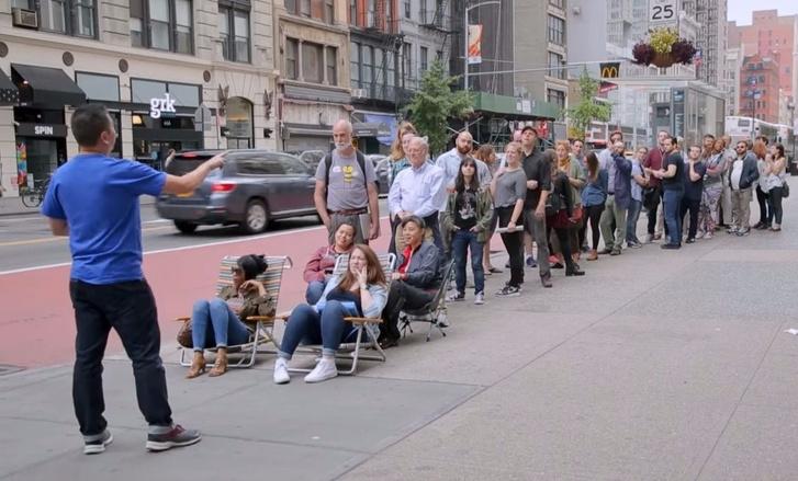 Фото №1 - Желающие первыми купить iPhone X стали жертвами жестокого розыгрыша (чудовищное ВИДЕО)