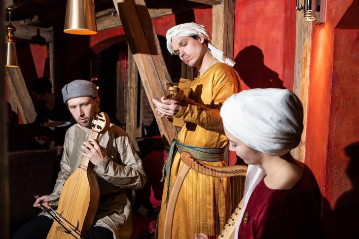Фото №4 - Назад в Средневековье: субботние пиры в ресторане «Бочка»