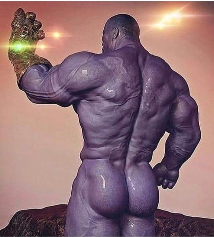 Фото №2 - Актер Джош Бролин показал, как выглядит голый Танос