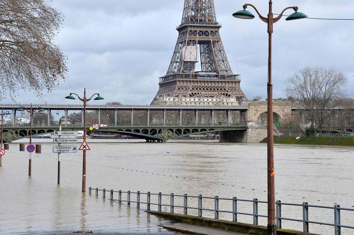 Фото №3 - Ошарашивающие фото потопа в Париже: сейчас и в 1910 году
