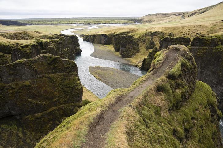 Фото №2 - Одно из красивейших мест Исландии продолжают вытаптывать  из-за Джастина Бибера (фото)