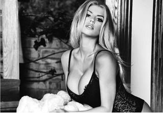 «Обольстительная блондинка с огромной грудью» — так называет себя Шарлотта Маккинни