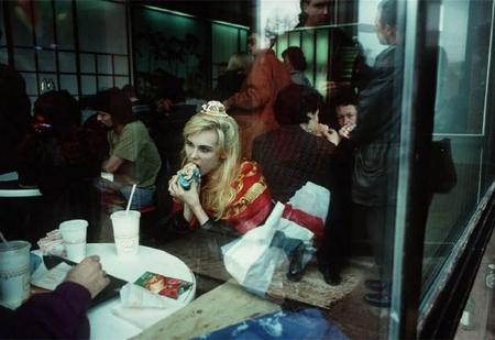 Россия 1990-х глазами французского фотографа! Окунись в пучину беспросветной ностальгии!