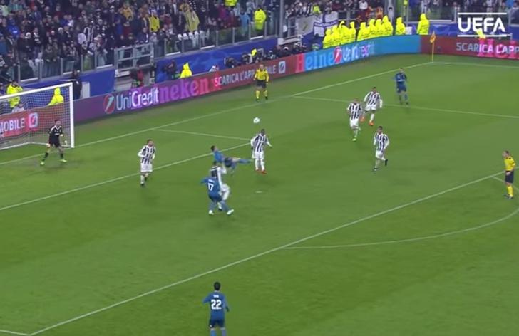 Фото №1 - Лучший гол сезона по версии УЕФА (видео)