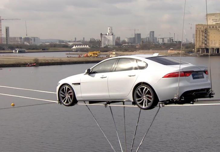 Фото №1 - Машина, которая ездит по воде!