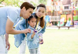 Женщина 10 лет платит актеру, чтобы он изображал отца ее ребенка