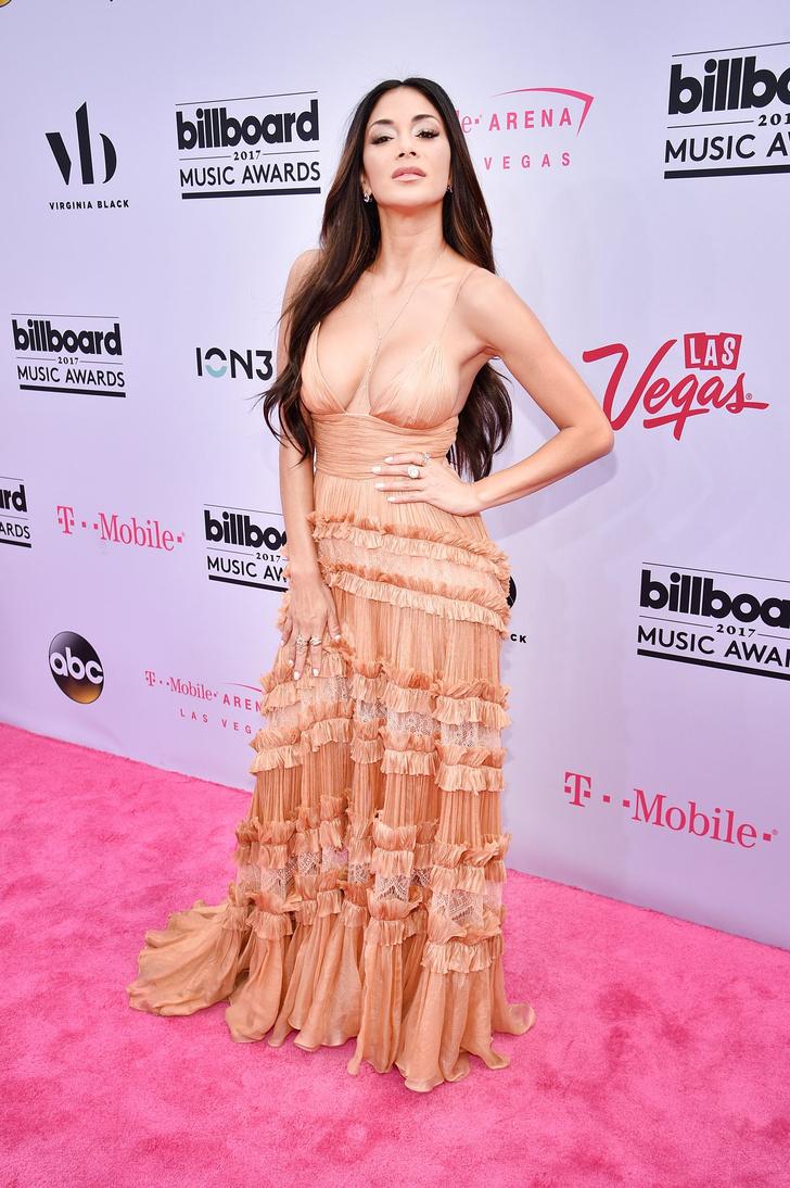 Фото №6 - Вагино-платья, «голые» платья и другие смелые наряды звезд на церемонии Billboard Awards