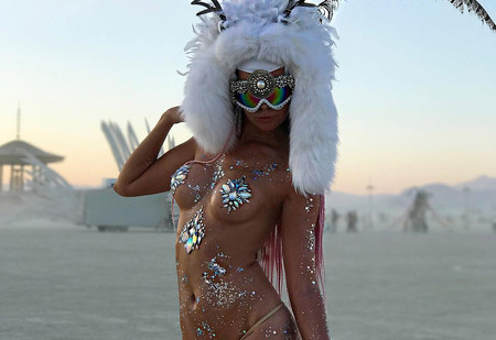 Самые красивые (и голые) девушки фестиваля Burning Man 2017