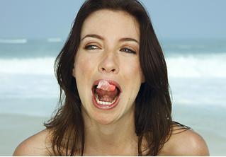 Вредно ли глотать жвачку?