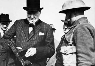 История одной фотографии: Черчилль с пистолетом-пулеметом в июле 1940 года