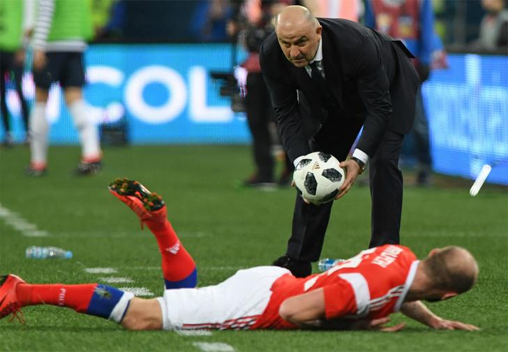 Фото №1 - «Не стреляйте в футболиста!» Как в стране выбирали девиз для сборной России