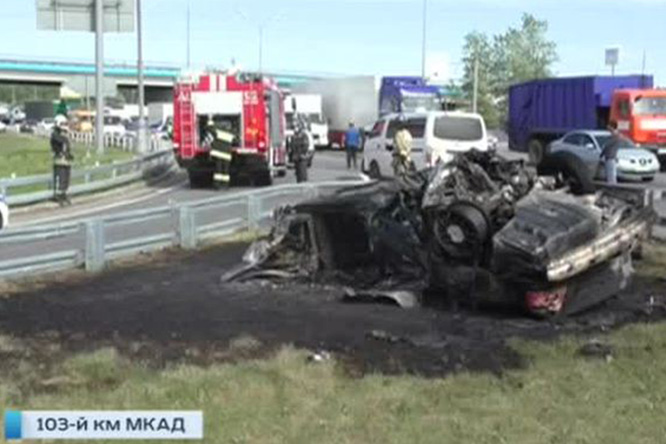 Фото №1 - Авария дня: На МКАДе взорвался BMW (Видео с регистратора)