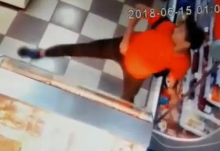 Краснодарский магазинный вор украл колбасу и водку в танце (ВИДЕО)