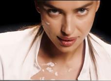 Ирина Шейк в эротическом ремейке сцены из «Привидения»