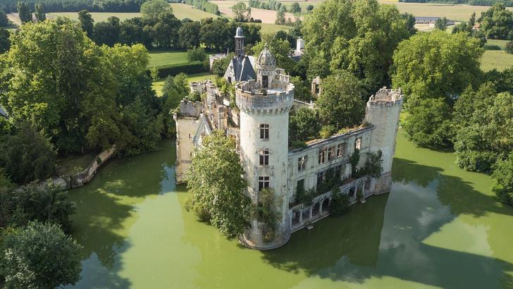 Фото №1 - 6,5 тысячи человек скинулись и купили замок во Франции