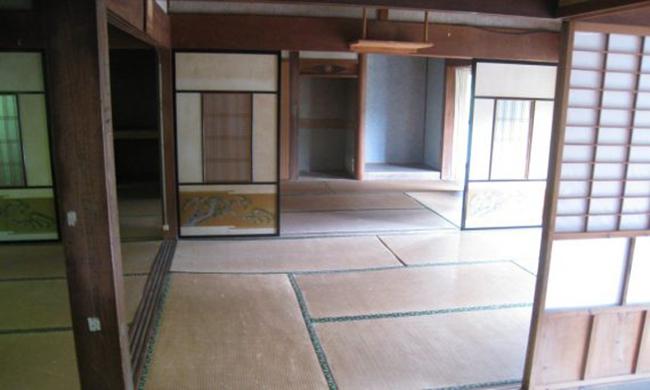 Фото №3 - В Японии начали массово продавать за бесценок или отдавать бесплатно пустующие дома