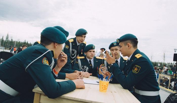 Фото №1 - Кадетские сражения и бесплатная перловка: в Кубинке прошёл «День танкиста: Майские учения»