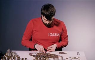 Самое странное видео нашего времени: сотрудник MAXIM считает мелочь! Два часа!