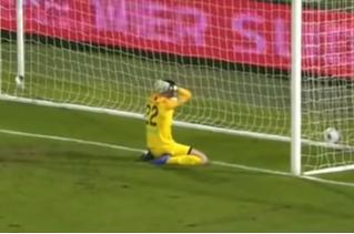 Самый, пожалуй, дурацкий и обидный футбольный автогол сезона (видео)