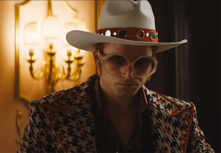 Фото №1 - Первый трейлер фильма об Элтоне Джоне «Рокетмен». На русском