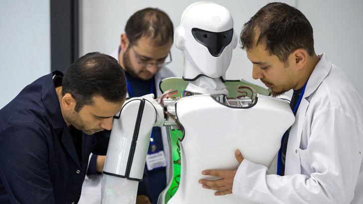 Фото №3 - Турецкая компания выпустила бытового робота, но он чудовищно страшный