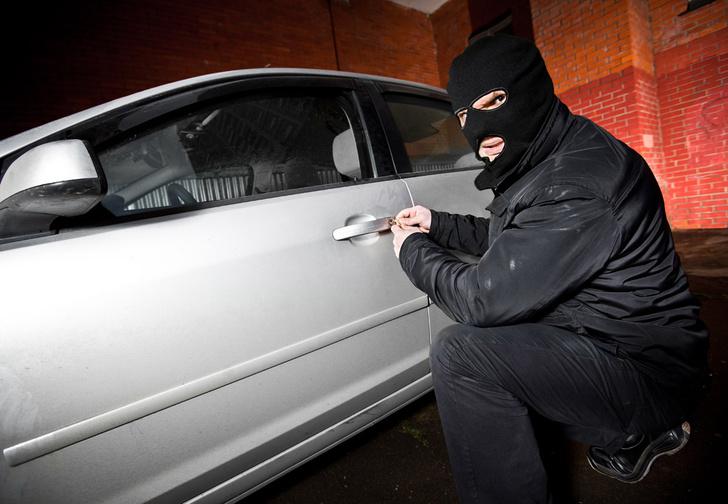 Фото №1 - Неизвестные взломали машину, ничего не украли, но сделали нечто, мягко говоря, необъяснимое
