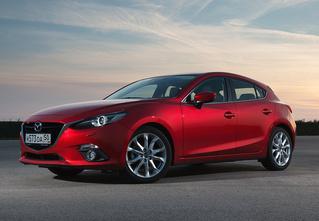 Новая Mazda3 и еще три машины позируют в стиле new