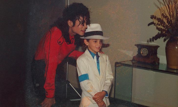 Фото №1 - Пусть Первый и не покажет скандальный фильм о Майкле Джексоне, но вот где его можно посмотреть в Сети