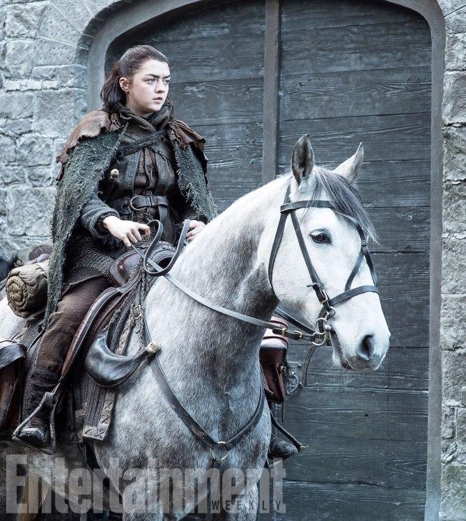 Фото №3 - Интригующие фотографии со съемок нового сезона «Игры престолов»