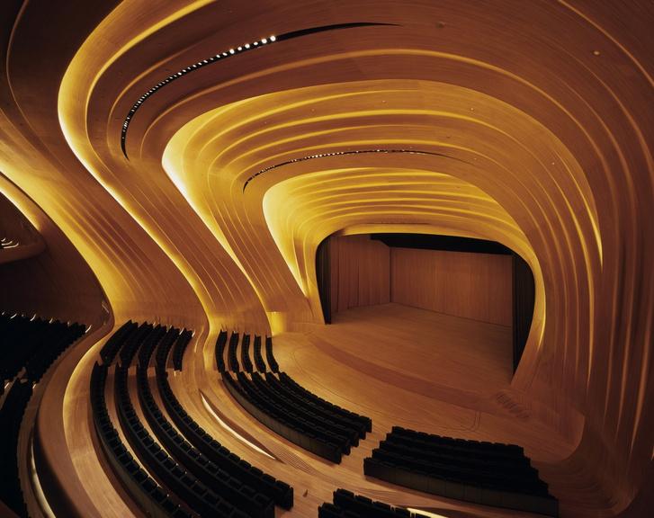 Фото №6 - Самые крутые здания женщины-архитектора Захи Хадид (плюс российские проекты и туфли)