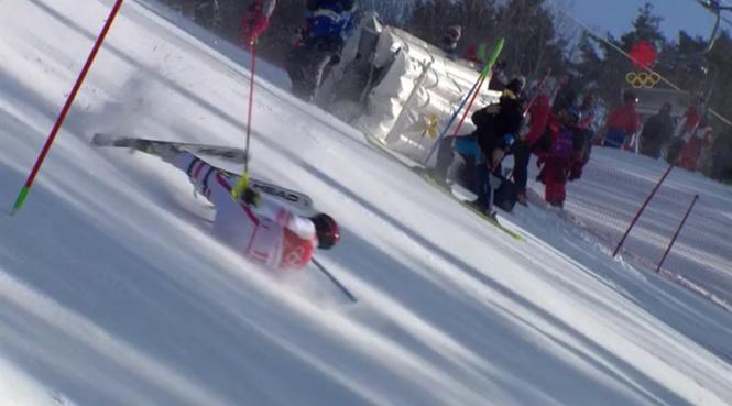 австрийский лыжник красиво сбивает съёмочную группу видео