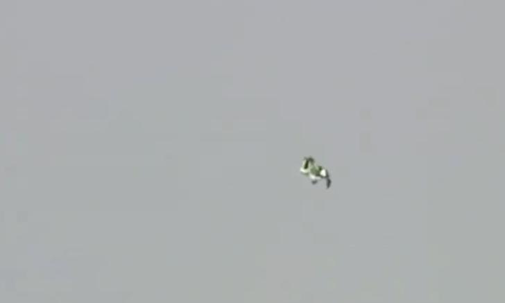 Фото №1 - Мужик успешно прыгнул без парашюта с высоты семи с половиной километров (видео)