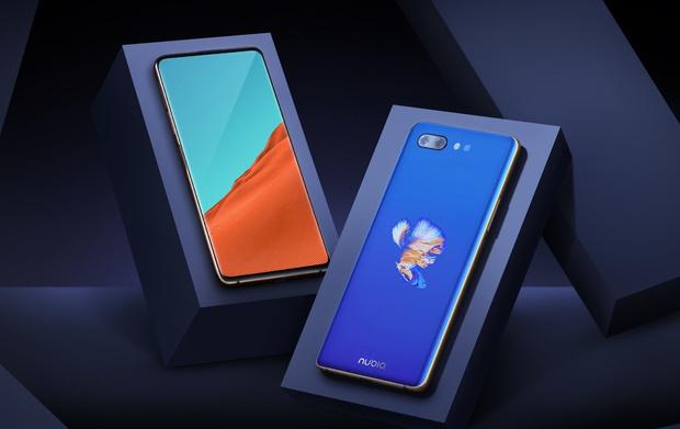 Фото №1 - Китайская компания ZTE выпустила смартфон с дисплеями с обеих сторон