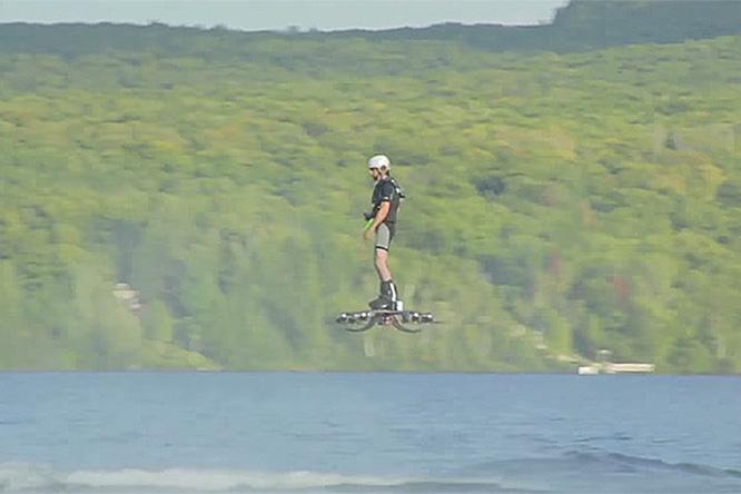 Фото №1 - Люди летают все лучше! Установлен рекорд по дальности полета на ховерборде