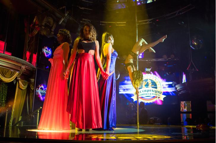 Фото №2 - Как редакция MAXIM провела ночь в стрип-клубе