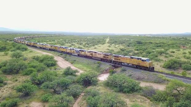 Фото №1 - Почти 300 заброшенных локомотивов в аризонской пустыне (ВИДЕО)