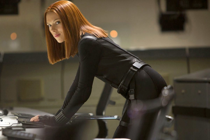 Фото №1 - В Marvel ищут дублершу для попы Скарлетт Йоханссон!