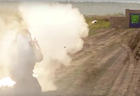 Что будет, если выстрелить в бронированное стекло из гранатомета (видео)