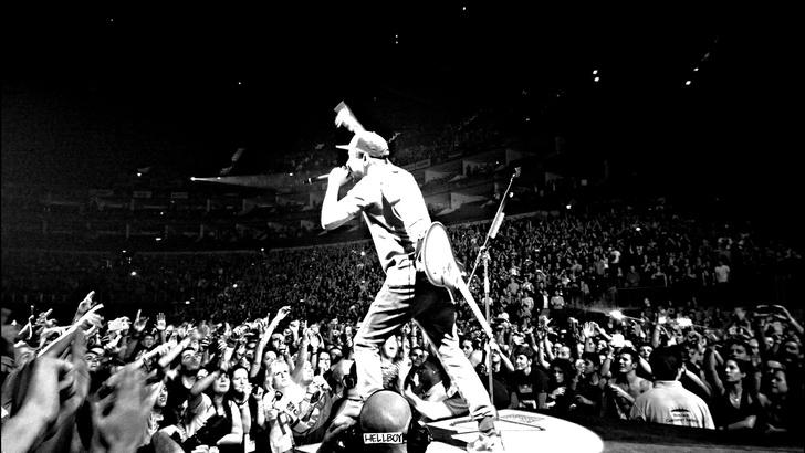 Фото №1 - Группе Linkin Park вручили награду и тут же выгнали с церемонии