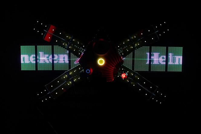 Фото №1 - Первое в мире селфи из космоса в честь выхода «007: СПЕКТР»