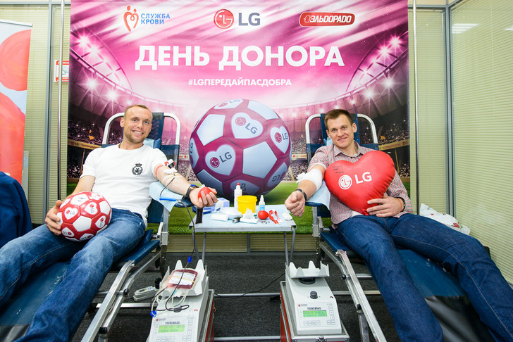 Фото №1 - Известные футболисты приняли участие в футбольном Дне донора LG