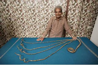 Индус подстриг ногти впервые за 66 лет (ВИДЕО)