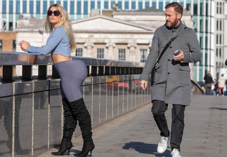 Фото №1 - Журналистка два дня носила накладную попу, как у Ким Кардашян