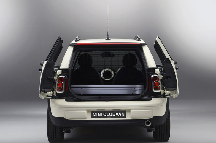Фото №4 - Для чего у некоторых автомобилей есть фонари в багажнике?